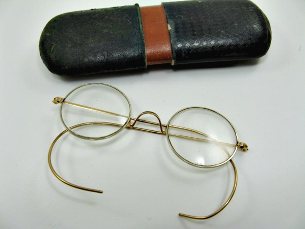 brille runde gl ser um 1960 goldfarbig mit etui 1. Black Bedroom Furniture Sets. Home Design Ideas